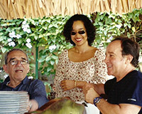 With his wife Suyu and his friend Gabriel García Márquez, Havana.